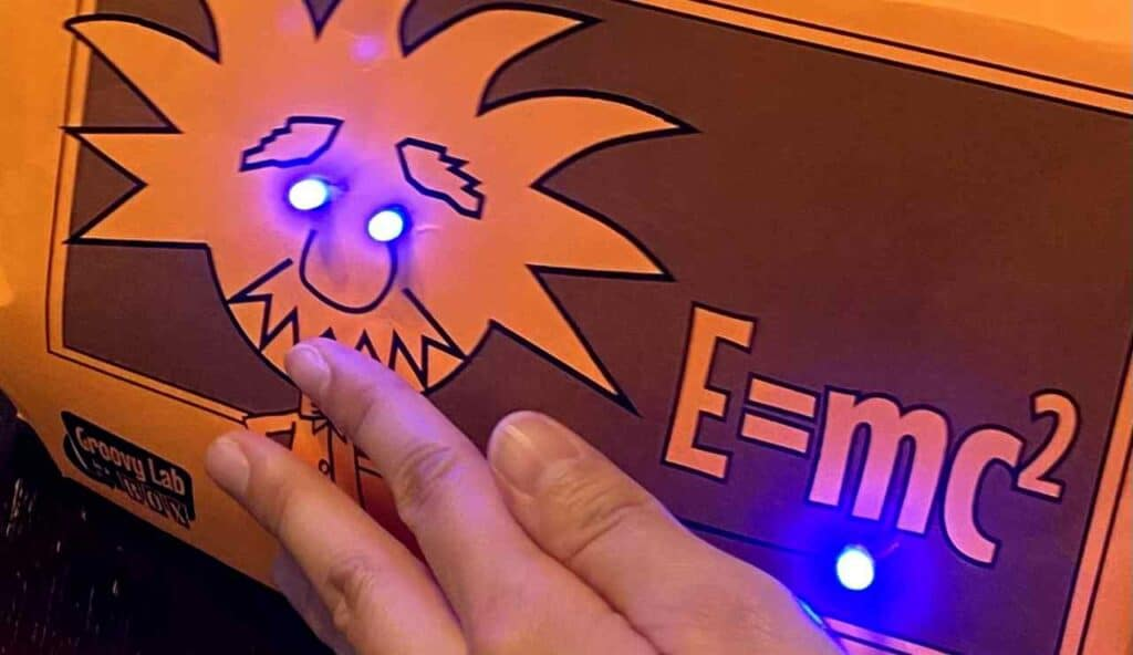 グルービーラボ、ライトが手で押さえるとつく